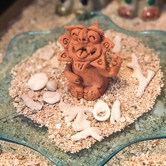 芸能・生活文化体験 Hand-hormed Shisa craft with terra-cotta clay (Take the end product to go)